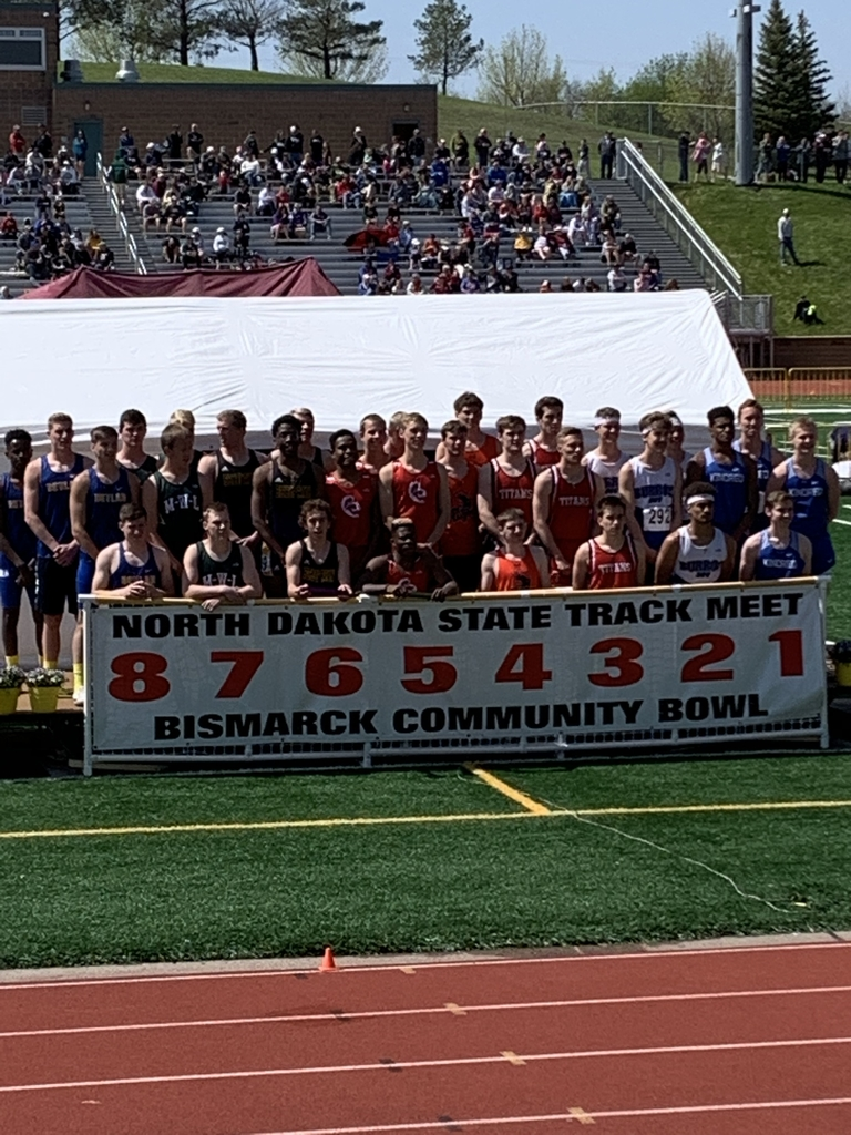 Boys 4x200 team takes 2nd at state track. Team consists of Luithle, Longthorne, Benson and Fossum.